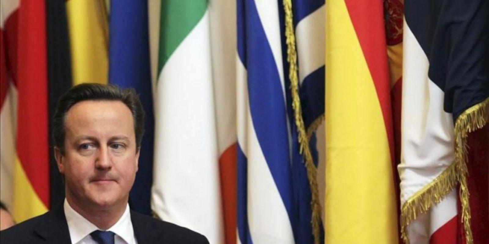 El primer ministro británico David Cameron tras su reunión con el presidente del Consejo Europeo, Herman Van Rompuy, antes del comienzo de la Cumbre Extraordinaria de la Unión Europea (UE) en Bruselas (Bélgica) hoy. EFE