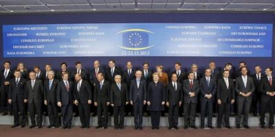 Foto de los jefes de Estado y de Gobierno de la Unión Europea en la cumbre extraordinaria para negociar el presupuesto plurianual para 2014-2020, en Bruselas (Bélgica). EFE