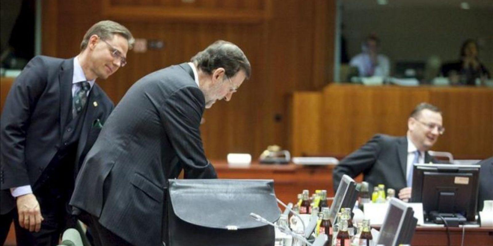 El presidente del Gobierno, Mariano Rajoy, y el primer ministro finlandés, Jyrki Katainen, en la cumbre extraordinaria de jefes de Estado y de Gobierno de la Unión Europea (UE). EFE