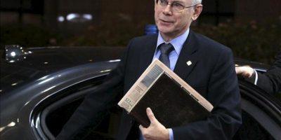 El presidente del Consejo Europeo, Herman Van Rompuy a su llegada a la sede de la UE para participar en la segunda jornada de la de la cumbre extraordinaria sobre el presupuesto para 2014-2020 en Bruselas (Bélgica) hoy. EFE