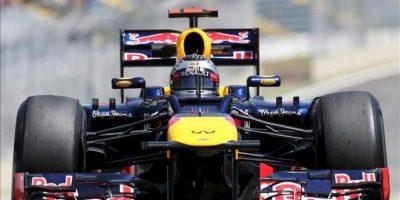 El piloto alemán Sebastian Vettel, de la escudería Red Bull, conduce su monoplaza este 23 de noviembre, en el autódromo de Interlagos en la ciudad de Sao Paulo (Brasil). EFE