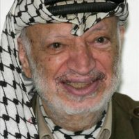 Fotografía de archivo fechada en 2004 del líder palestino Yaser Arafat. EFE