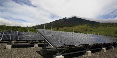 Vista del pasado 22 de noviembre de parte de la estructura del Parque Solar Miravalles, la primera gran planta de Costa Rica para generar electricidad a partir de la luz del sol y la más grande de Centroamérica, con una capacidad de 1,2 gigavatios hora (GWh) al año. EFE