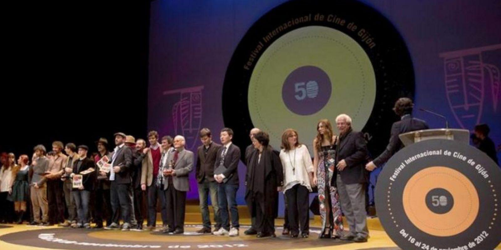 Foto de familia de todos los premiados en la 50 edición del Festival Internacional de Cine de Gijón, que se celebró en el teatro de la Universidad Laboral de la ciudad asturiana. EFE