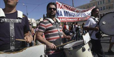 Tabajadores durante una protesta delante del Parlamento griego en una jornada de huelga general de 2012. EFE/Archivo