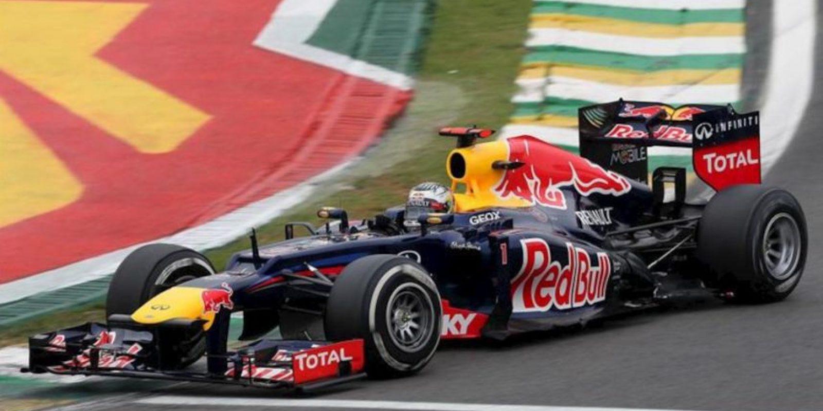El piloto alemán Sebastian Vettel, de Red Bull, compite en el Gran Premio de Brasil, la última carrera del Mundial de Fórmula Uno, que se corre en el circuito de Interlagos de Sao Paulo. EFE