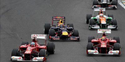 Los pilotos de Ferrari, el español Fernando Alonso (i), y el brasileño Felipe Massa (d), y el piloto australiano Mark Webber, de Red Bull (c), compiten este 25 de noviembre, en el Gran Premio de Brasil, la última carrera del Mundial de Fórmula Uno, que se corre en el circuito de Interlagos de Sao Paulo. EFE