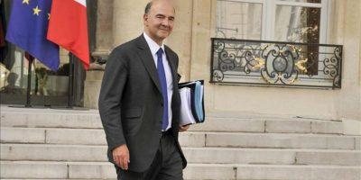 El ministro francés de Finanzas, Pierre Moscovici, saliendo del Palacio del Elíseo. EFE/Archivo