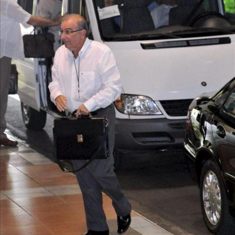 El jefe del equipo negociador del Gobierno de Colombia Humberto de la Calle llega al Palacio de Convenciones de La Habana, Cuba, donde se desarrolla una nueva jornada de los díalogos de paz entre el Gobierno colombiano y las FARC. EFE