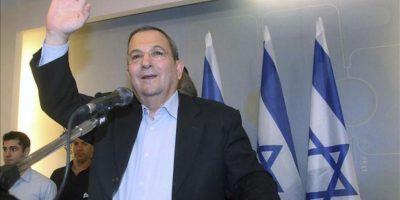 El ministro de Defensa de Israel, Ehud Barak, durante la rueda de prensa quen ha ofrecido hoy en su oficina en Tel Aviv (Israel) para anunciar que abandona la política.