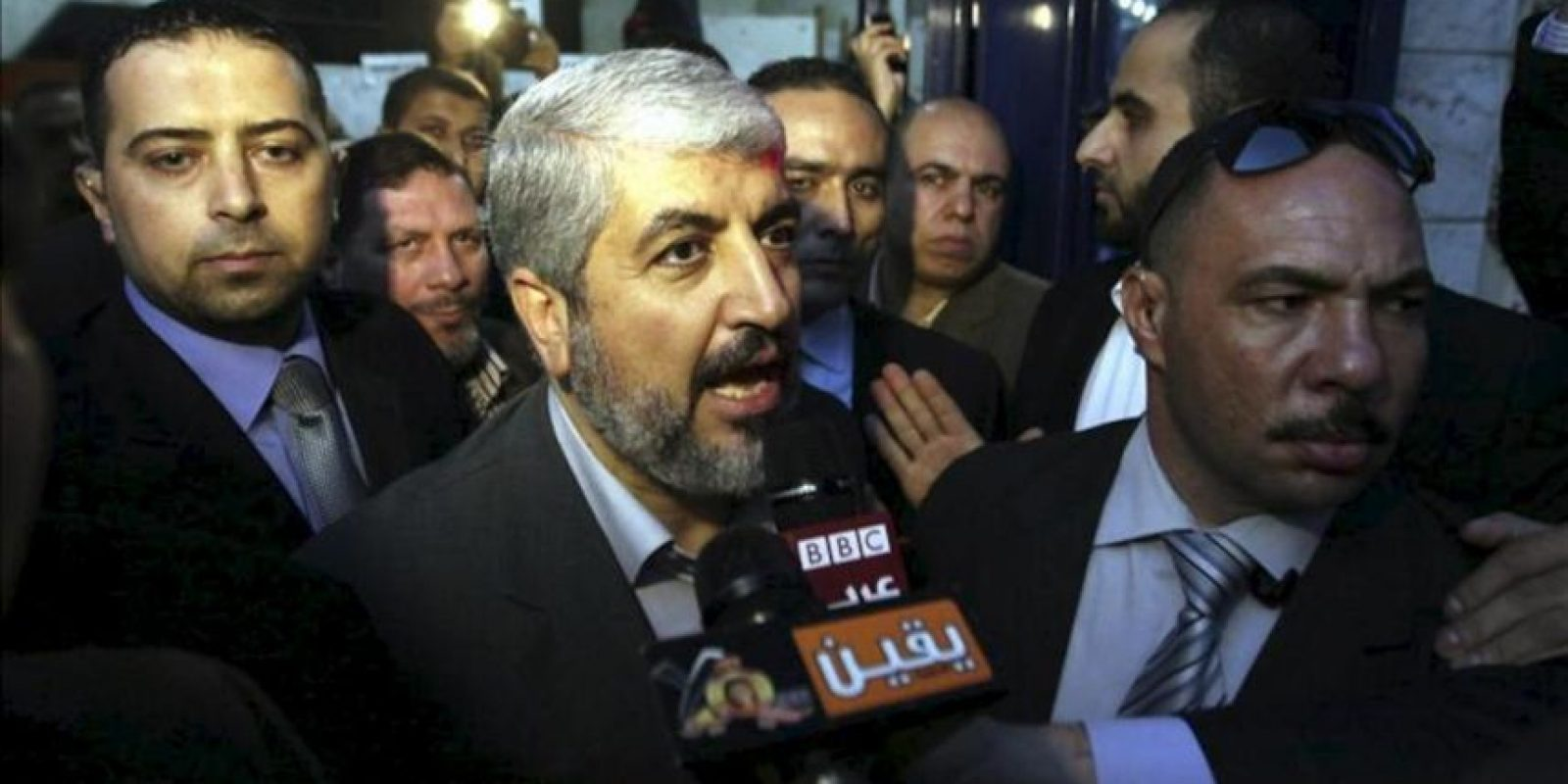El líder del movimiento islamista palestino Hamás, Jaled Meshal, habla con los medios durante una rueda de prensa. EFE/Archivo