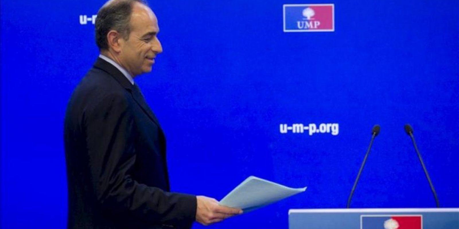 Jean-François Copé antes de dirigirse a los medios de comunicación durante una rueda de prensa celebrada en París, Francia hoy 26 de noviembre de 2012 .EFE
