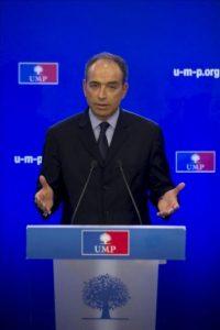 Jean-François Copé se dirige a los medios de comunicación durante una rueda de prensa celebrada en París, Francia hoy 26 de noviembre de 2012. EFE