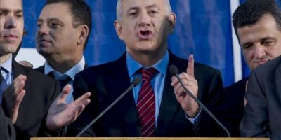 El primer ministro israelí, Benjamin Netanyahu (c), habla tras las elecciones primarias del partido gobernante del país, el derechista Likud. EFE
