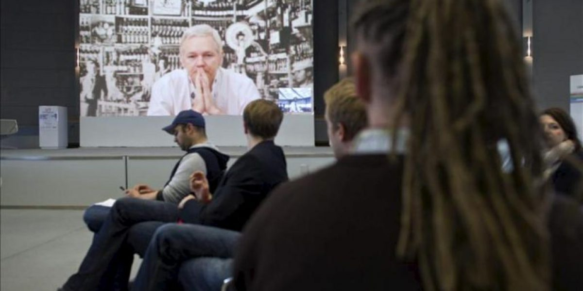 Assange advierte sobre internet como herramienta de control estatal