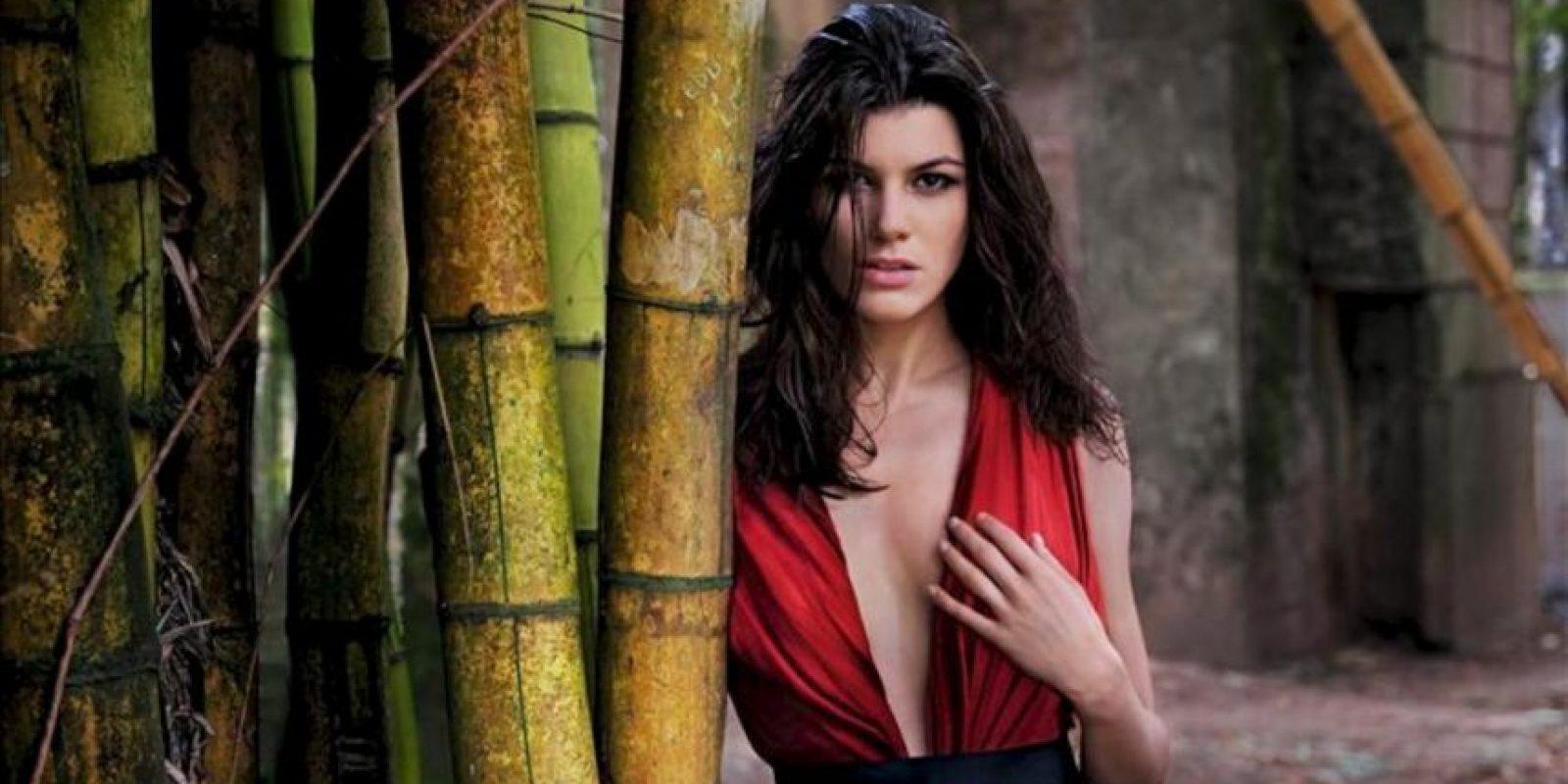 Fotografía cedida este 27 de noviembre, que muestra a la modelo estadounidense Summer Rayne Oakes en una de las fotografías del calendario Pirelli 2013, que fue presentado en Río de Janeiro. EFE