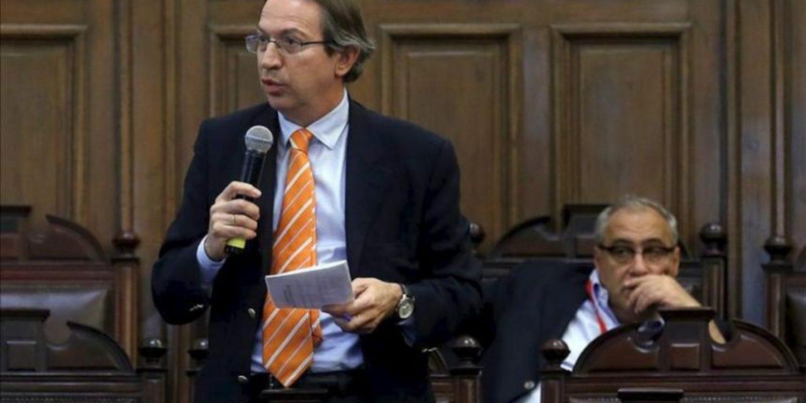 El Presidente de la Agencia Efe, Jose Antonio Vera (i), habla este 27 de noviembre, en el primer congreso de editores de medios de Europa-América Latina y el Caribe que se celebra hasta este 28 de noviembre en el edificio del Congreso Nacional en Santiago. EFE
