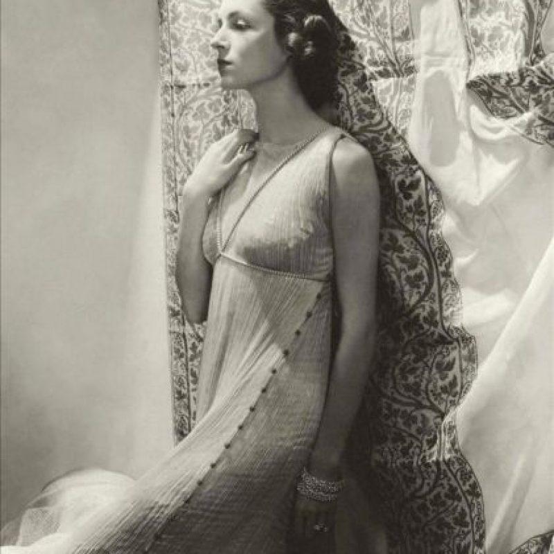 Reproducción de una fotografía cedida, que muestra a una modelo luciendo un vestido diseñado por el español Mariano Fortuny Madrazo (1871-1949 EFE/Instituto Reina Sofía