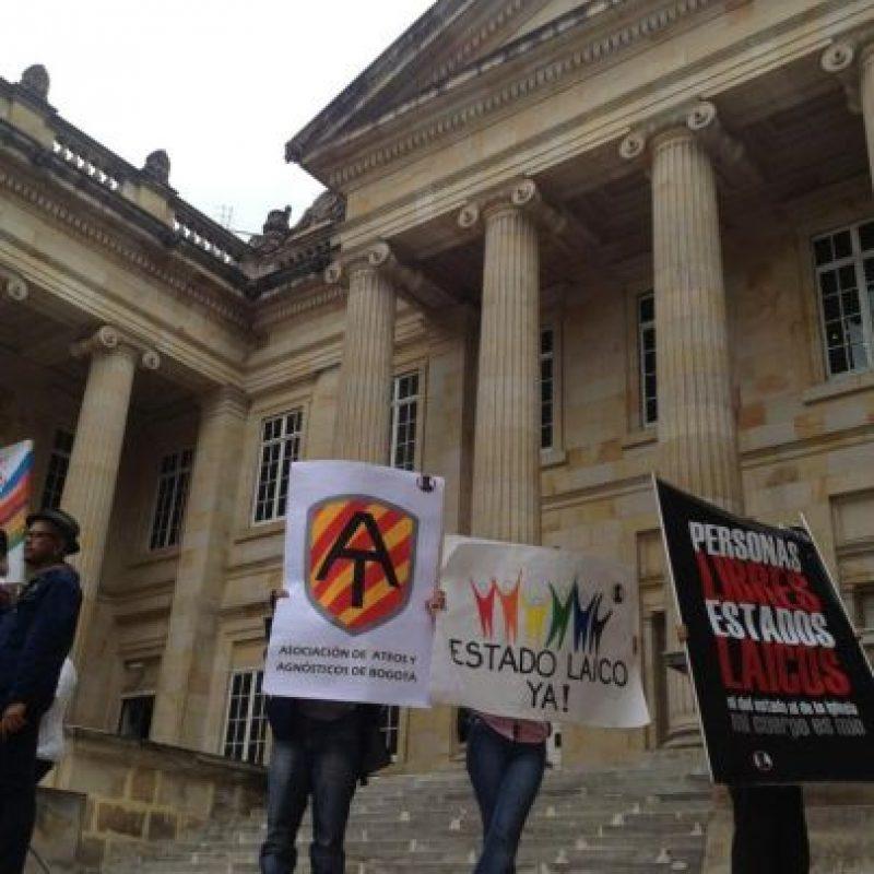 Al interior del congreso manifestantes pidieron un Estado Laico. Foto:Publimetro