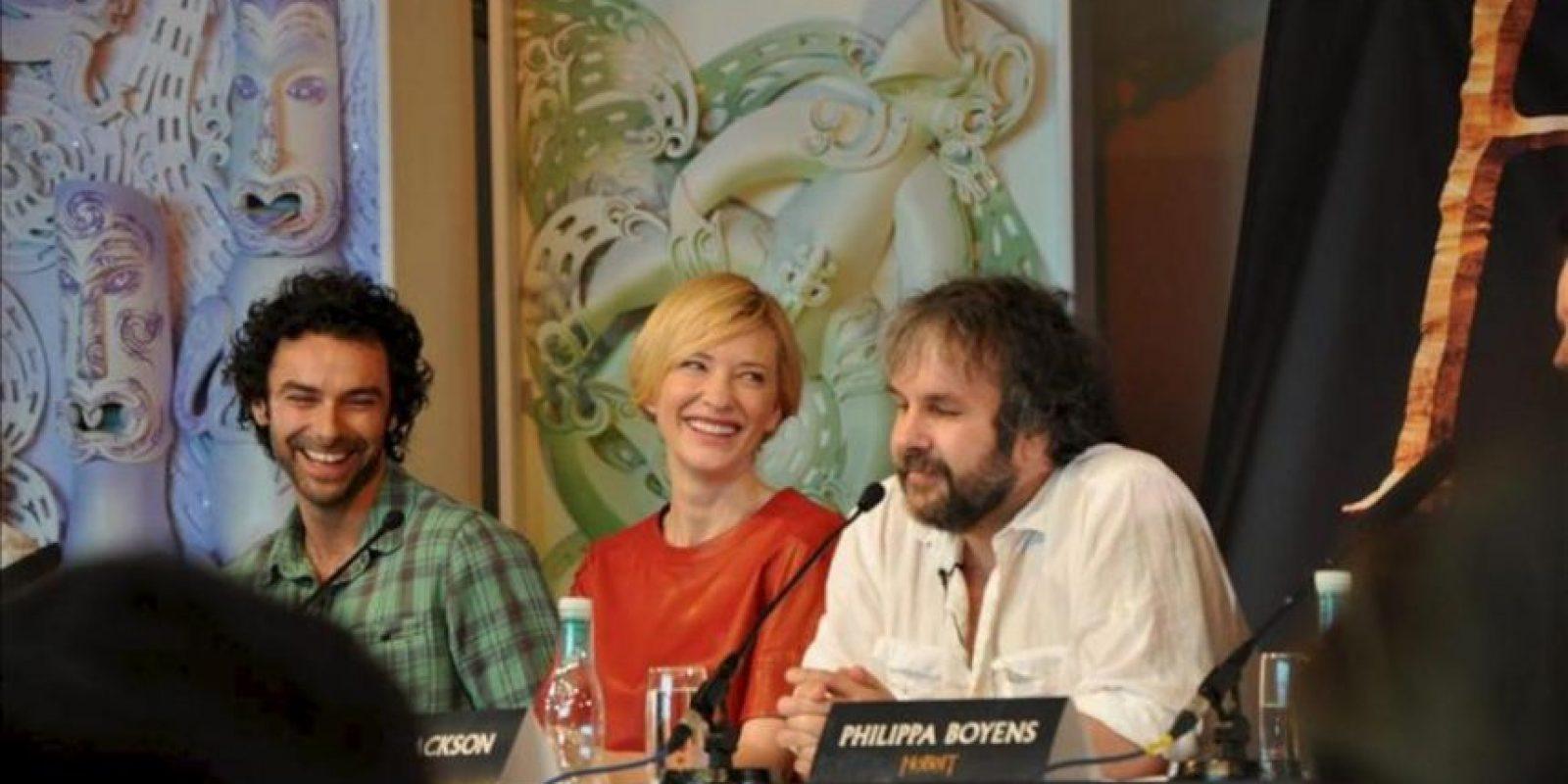 """El director neozelandés Peter Jackson (d), la actriz australian Cate Blanchet, y el actor irlandés Aidan Turner (i), participan en una rueda de prensa hoy, miércoles 28 de noviembre de 2012, antes del estreno mundial de la película """"The Hobbit: An Unexpected Journey"""". EFE"""