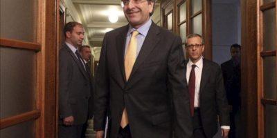 El primer ministro griego Antonis Samaras a su llegada al Consejo de Ministros en el Parlamento de Atenas. EFE