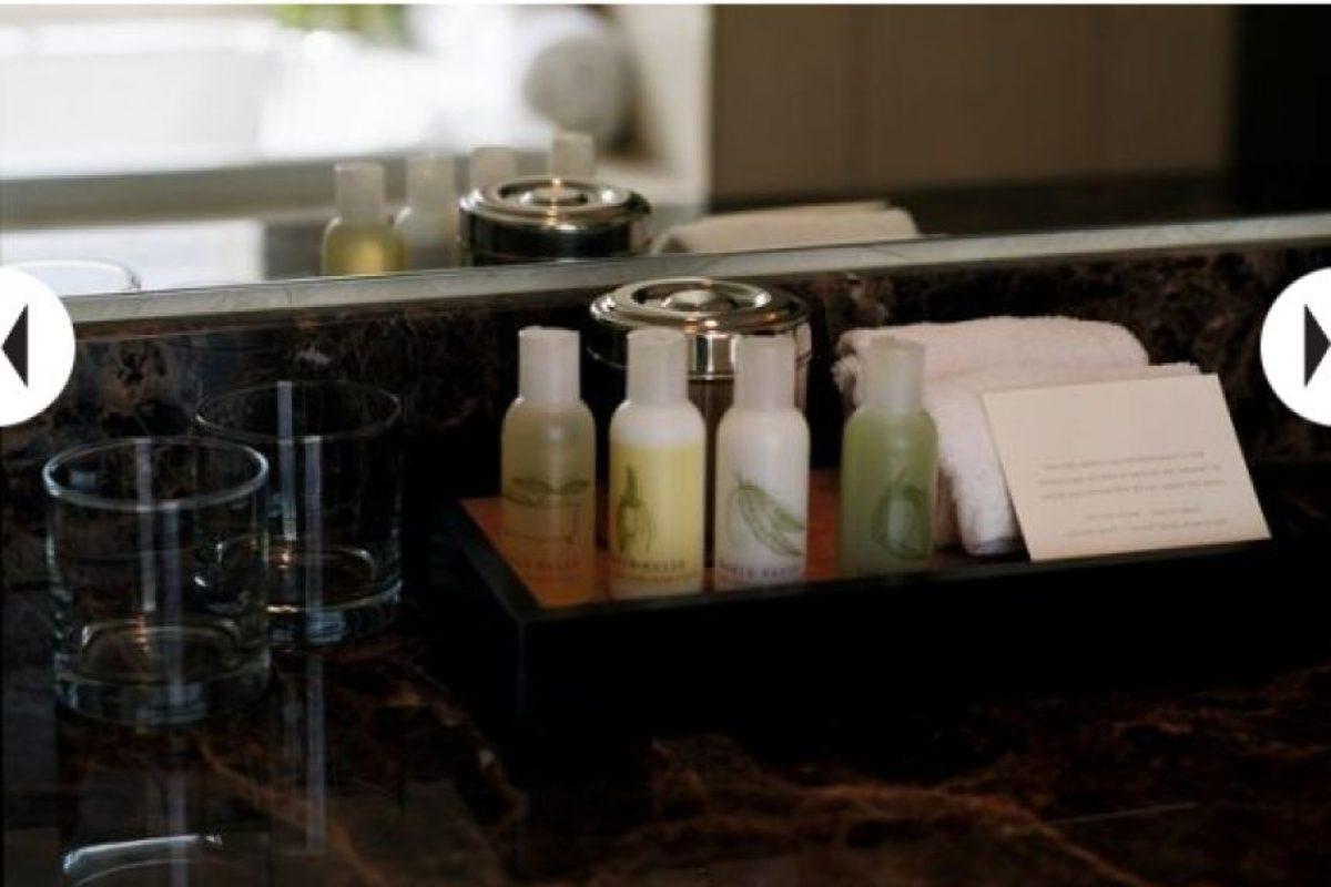 Botellas de shampoo, perfume, pasta de dientes regular Foto: Clipart