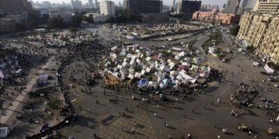 """Acampada de manifestantes egipcios en la plaza Tahrir de El Cairo durante una protesta el miércoles contra el """"decretazo"""" del presidente egipcio, Mohamed Mursi. EFE/Archivo"""