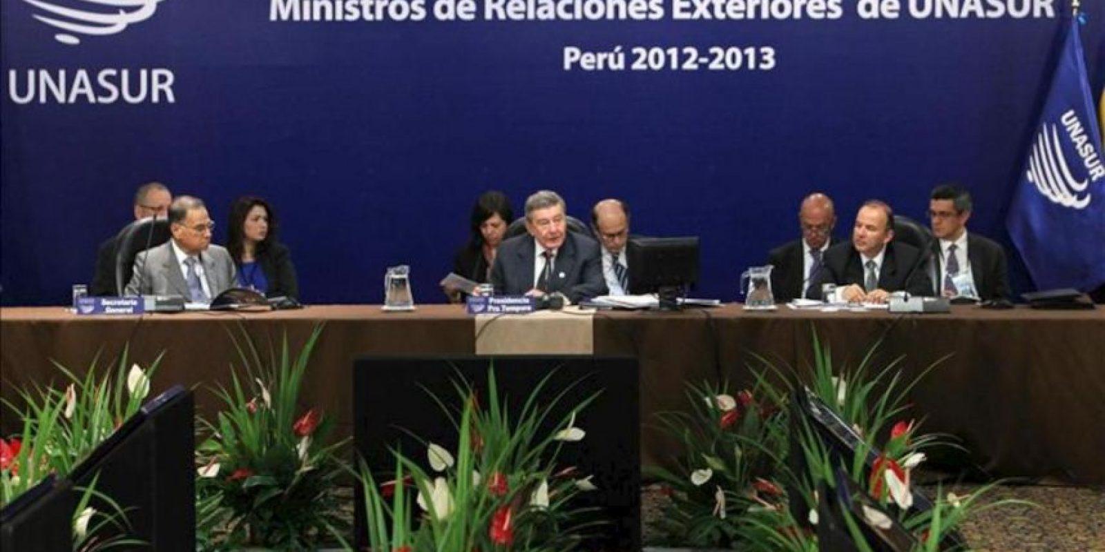 El Canciller del Perú, Rafael Roncagliolo (c), inaugura la Reunión Ordinaria del Consejo de Ministras y Ministros de Relaciones Exteriores de la Unión de Naciones Suramericanas (Unasur) este 29 de noviembre, en Lima (Perú). EFE
