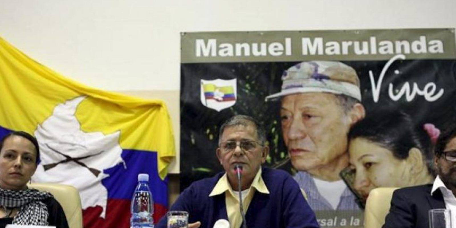 """De izquierda a derecha, la guerrillera holandesa de las FARC, Tanja Nijmeijer, alias """"Eillen"""" o """"Alexandra"""", participa junto al guerrillero Rodrigo Granda, alias """"Ricardo Téllez"""", y Luciano Marín Arango, alias """"Iván Márquez"""", durante una rueda de prensa, en La Habana (Cuba). EFE"""