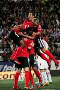 Jugadores del Xolos de Tijuana celebran una anotación ante Toluca este jueves 29 de noviembre de 2012, durante el encuentro de ida por la final del torneo Apertura 2012 del fútbol mexicano, en el estadio Caliente de la ciudad de Tijuana, en el estado mexicano de Baja California. EFE
