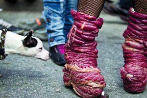 Tentación: 'Una sabrosa forma de caminar' Aunque Pedro Londoño trabaja en comunicaciones, promueve su carrera como fotógrafo, un hobby por el que se interesó hace cinco o seis años. Cree que cada evento que pasa en Colombia debe ser fotografiado y compartido con el resto de sus compatriotas. Con esa misión en mente, Londoño, de 35 años, tomó esta imagen ganadora durante un desfile de la comunidad LGBTI en Medellín.