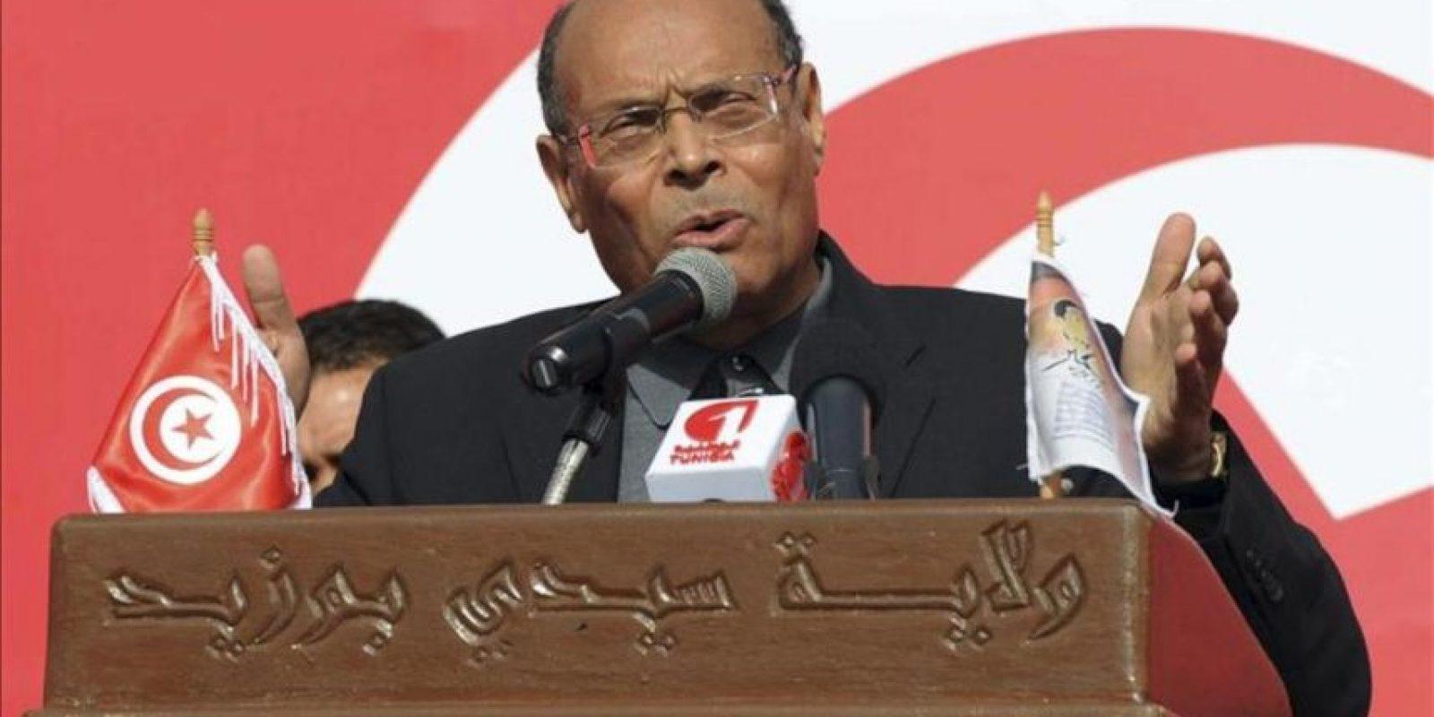 El presidente de Túnez, Monsef Mazuki pronuncia un discurso durante la conmemoración del II aniversario del inicio de la revolución tunecina, en Sidi Buzid, Túnez, hoy, lunes 17 de diciembre de 2012. EFE