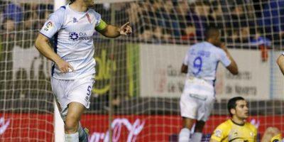 El defensa del Granada Diego Mainz celebra el gol conseguido ante el Osasuna durante el partido de la decimoséptima jornada de Liga de Primera División disputado en el estadio Reyno de Navarra. EFE