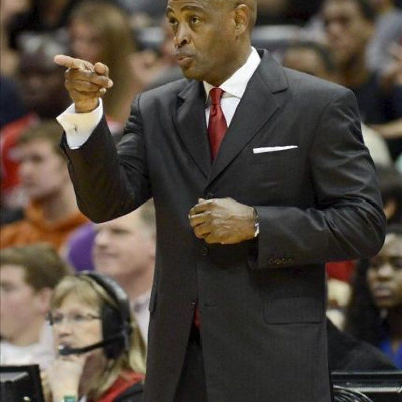 En la imagen, el entrenador de los Hawks Larry Drew. EFE