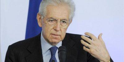 """El dimisionario presidente del Gobierno italiano, Mario Monti, se mostró hoy dispuesto a """"guiar"""" las fuerzas políticas que apoyen su programa en las próximas elecciones y a liderar de nuevo el Ejecutivo, aunque no concurrirá en las listas al ser senador vitalicio. EFE"""