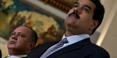 En la imagen, el vicepresidente de Venezuela, Nicolás Maduro (d). EFE/Archivo
