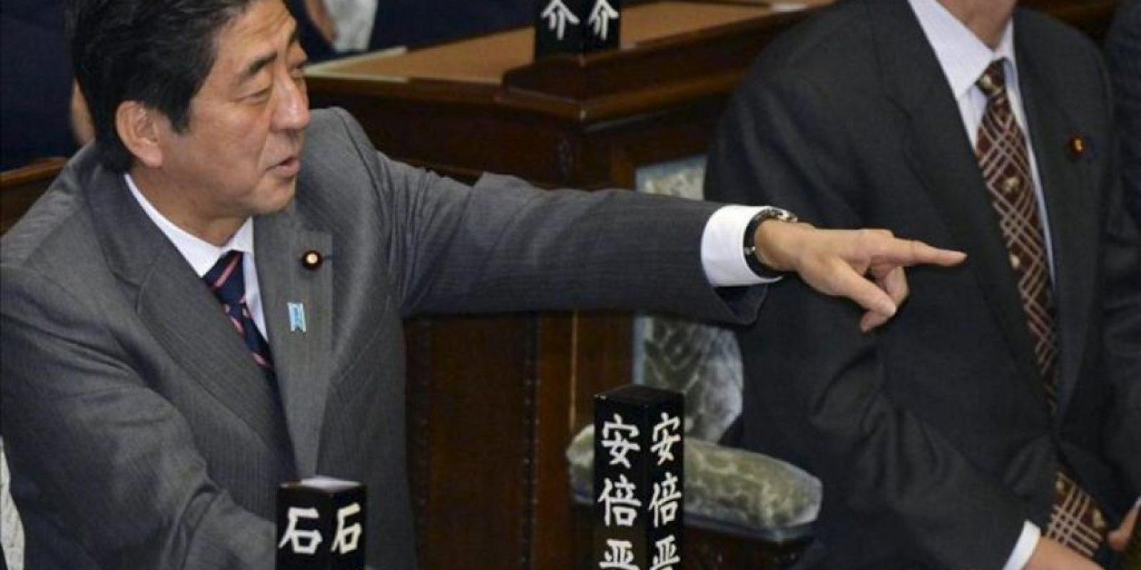 El líder del Partido Liberal Democrático (PLD) y nuevo primer ministro Shinzo Abe, reacciona tras ser nombrado primer ministro en la Casa de Representantes en Tokio (Japón) hoy, miércoles 26 de diciembre de 2012. EFE