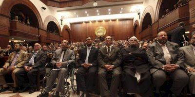 Miembros del Consejo de la Shura (Cámara alta del Parlamento egipcio) asisten a la inauguración de sus sesiones tras asumir todo el poder legislativo, por primera vez en su historia, después de la aprobación de la nueva Constitución en un referéndum popular. EFE