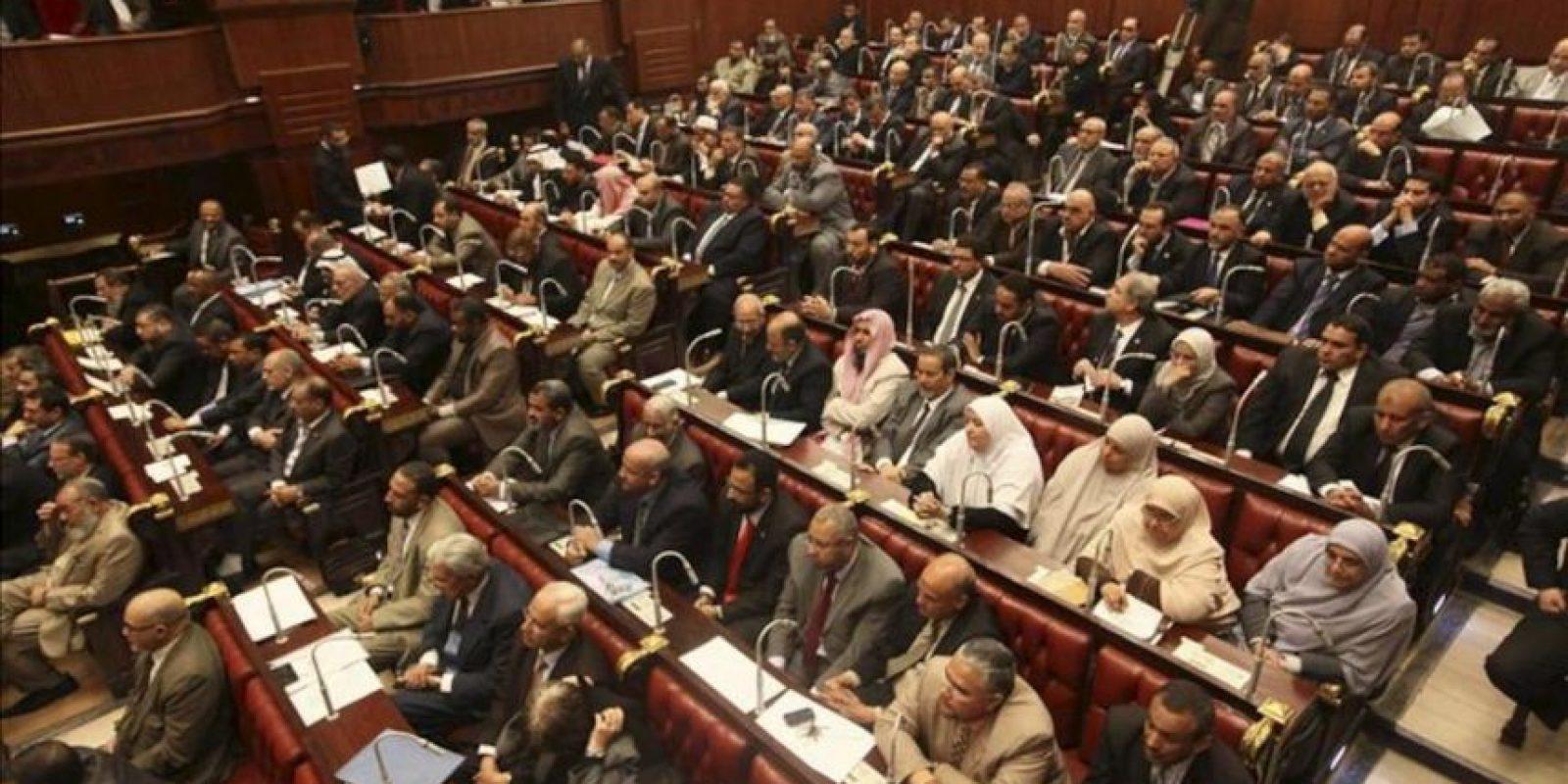 Vista general de los miembros del Consejo de la Shura (Cámara alta del Parlamento egipcio), durante la inauguración de sus sesiones tras asumir todo el poder legislativo, por primera vez en su historia, después de la aprobación de la nueva Constitución. EFE