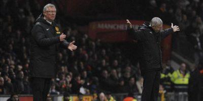 El técnico del Manchester United, Alex Ferguson (i), y el del Newcastle United, Alan Pardew, durante el partido de la Premier League inglesa que ambos equipos han disputado en Old Trafford, Manchester, Reino Unido, el 26 de diciembre de 2012. EFE