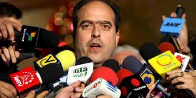 """""""Lo que no hay es información, lo que no hay es la voluntad de decirle la verdad a los venezolanos"""", dijo el diputado y coordinador nacional del partido opositor Primero Justicia, Julio Borges, a la emisora Unión Radio. EFE/Archivo"""