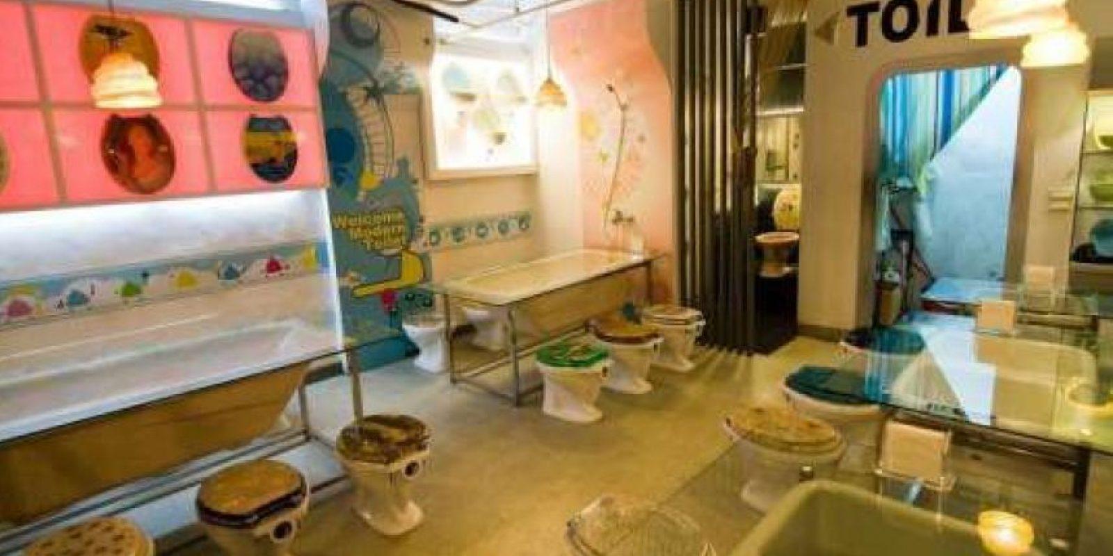 El Modern Toilet Restaurant en Tailandia ofrece directo del inodoro helados de chocolate y vainilla, y también se puede beber desde el orinal Foto:Dailypix