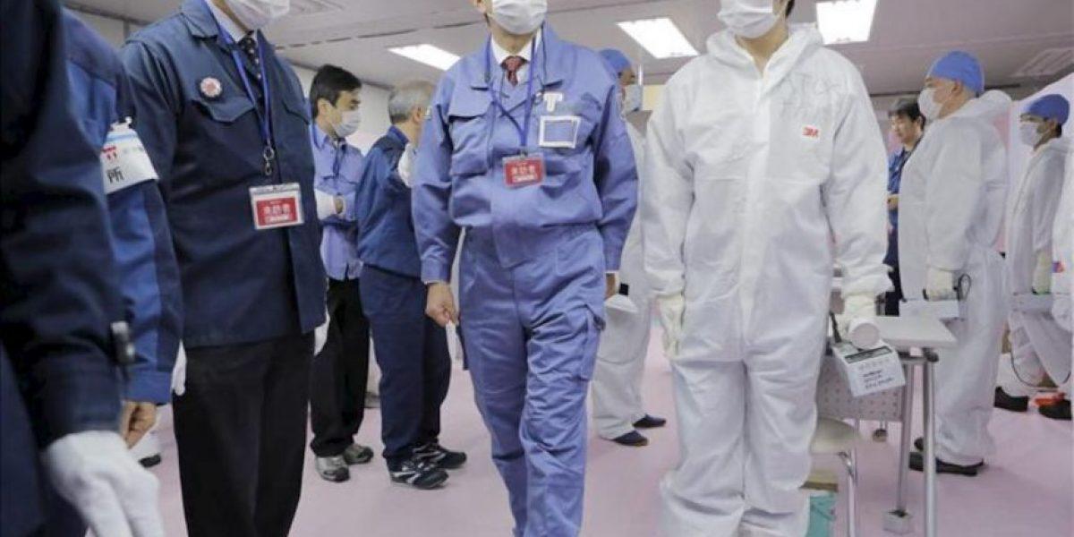 El nuevo primer ministro nipón inspecciona la maltrecha central de Fukushima