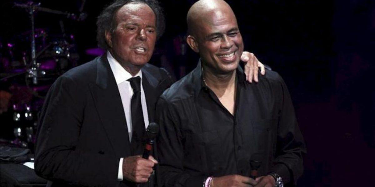 Julio Iglesias hace cantar de nuevo al presidente de Haití, Michel Martelly