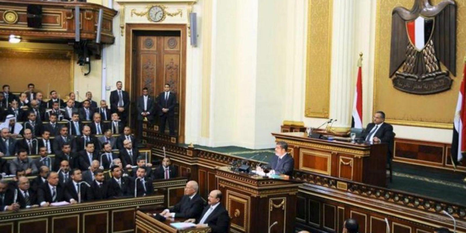 """El presidente de Egipto, Mohamed Mursi, habla hoy en la Cámara alta (o """"Shura"""") del Parlamento egipcio. EFE"""