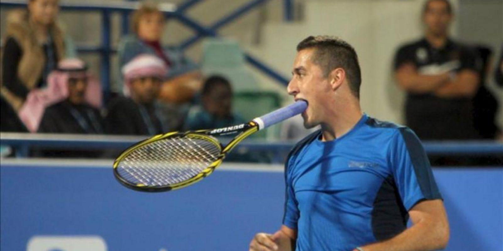 El tenista español Nicolás Almagro, hoy durante el partido contra el serbio Novak Djokovic, en el torneo de Abu Dabi. EFE