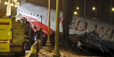 El fuselaje del Tu-204 en el lugar del accidente, junto al aeropuerto Vnukovo, afueras de Moscú, Rusia, 29 de Diciembre de 2012. EFE