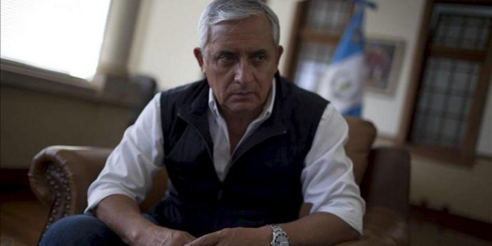 """El presidente de Guatemala, Otto Pérez Molina, habla durante una entrevista con Efe hoy, sábado 29 de diciembre de 2012, en Ciudad de Guatemala, en la que admitió que """"el 50 por ciento del Estado"""" guatemalteco está infestado por la corrupción, y que el crimen organizado se ha infiltrado en las instituciones responsables de su combate. EFE"""