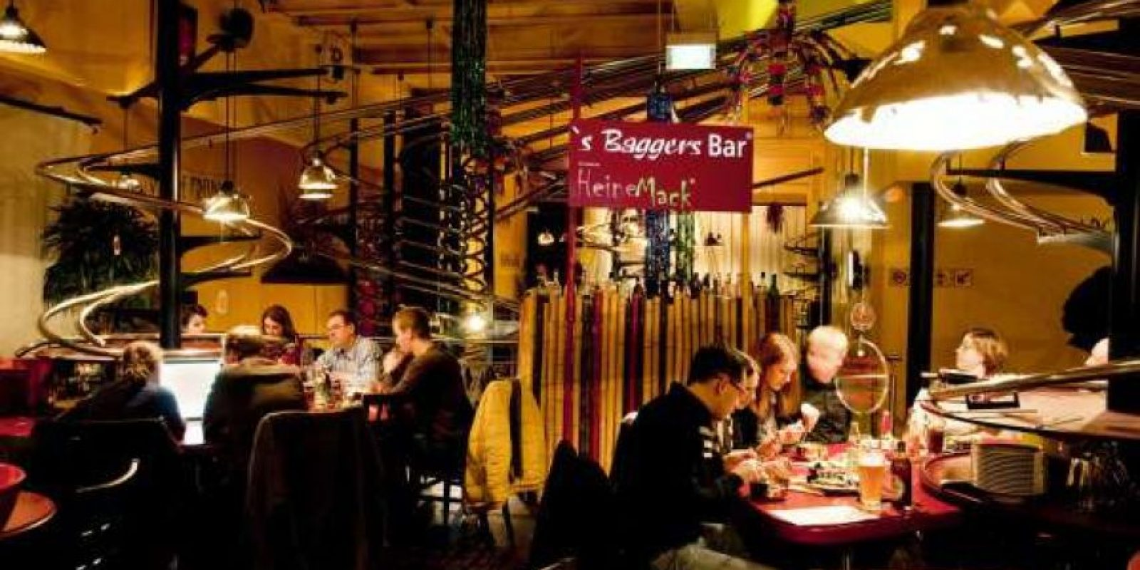 En el restaurante Baggers de Nuremberg, usted ordena su pedido a través de una montaña rusa. Foto:Dailypix