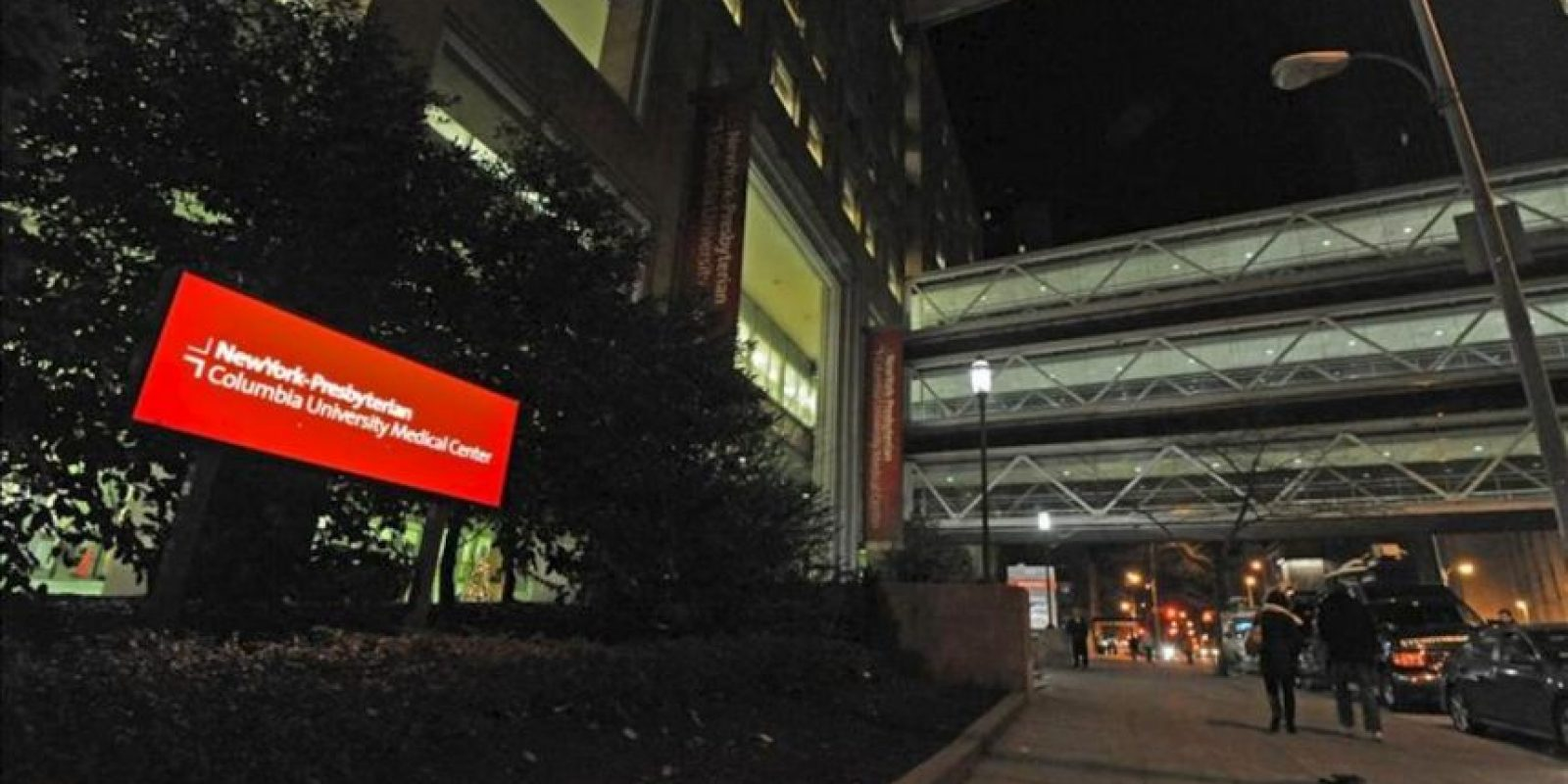 Registro del exterior del Centro Médico Universitario Prestiteriano, en Nueva York (Columbia, EE.UU.), donde fue ingresada la secretaria de Estado estadounidense, Hillary Clinton, luego de que le fuera detectado un coagulo. EFE